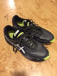 Men's Asics Gore Tex  studded trail runners sz 10.5