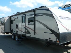2016 WILDERNESS 3175RE COUPLES TRAILER