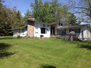 Large Waterfront Cottage Fenelon Falls, Kawartha Lakes