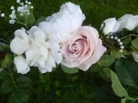 Beautiful wedding flowers to decorate your venue