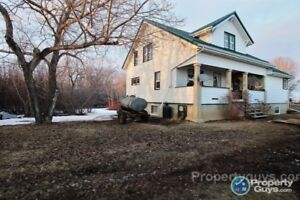 8 bedroom, Acreage close to Turtleford amenities and services.