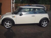 Mini One 1.6L in cream colour in very good condition