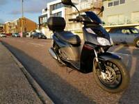 Aprilia Sport City 300 scooter