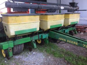 John Deere 6/11 planter