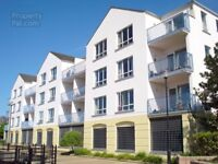 TO LET - 2 bed river side apartment - 3 Dormans Court Waterside