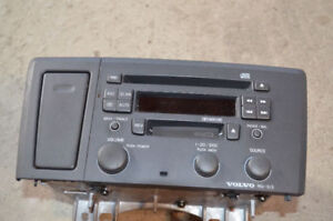 Volvo S60 Sound System with cub Holder