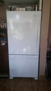 2014 whirlpool fridge in excellent condition only 800$!!