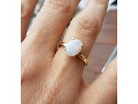 Lost yellow-gold opal ring