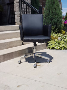 Height Adjustable Office Chair on Casters - Beamsville