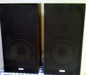 AKAI 100 WATT SPEAKERS