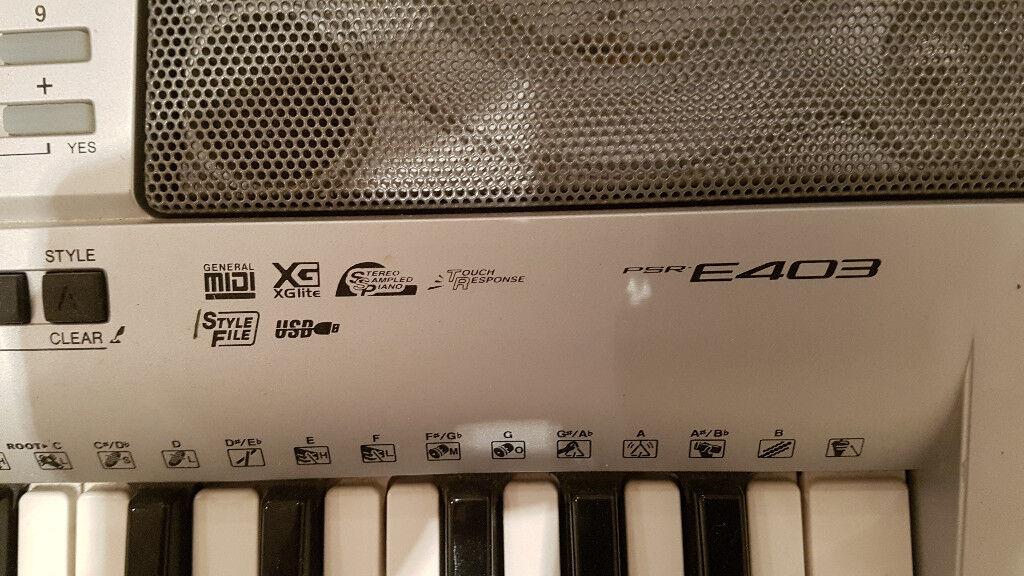 Yamaha E403 Electric Electronic Keyboard Piano