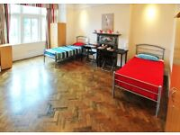 STUNNING Twin Room in EALING BROADWAY ** Couples or Friends ** MOVE ASAP **