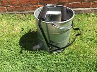 Galvanised roller wringer mop bucket