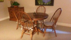 """Quality Solid Oak Round Table and 4 Chairs with 1 18"""" Leaf"""