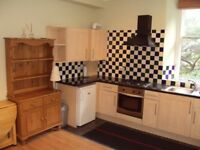 Double Bedroom First Floor Flat in Traditional Tenement Building in Southside. Ideal for University.