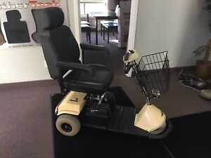 Wheelchair/Scooter/Fortress scientific / mobility scooter