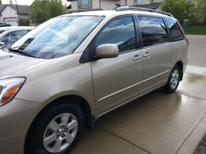 2005 Sienna LE mint- leather- dvd- low km