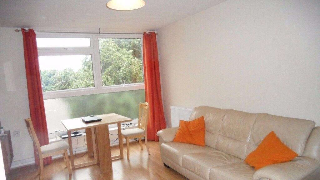 2 Bedroom Flat in Langham Gardens, London W13