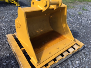 "36"" SMOOTH BACKHOE BUCKET - WITH CUTTING EDGE"