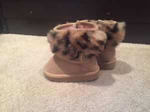 Size 3 baby winter boots (leopard print)