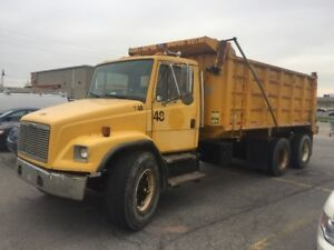 2001 FRIEGHTLINER HEAVY DUMP ONLY $22,495 EXCELLENT