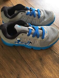Boys Size 1 Under Armour Sneakers