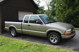 2003 Chevrolet S-10 Pickup Truck