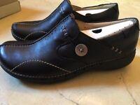 Black Unloop Leather Shoes