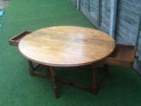 Fine oak gate leg coffee table