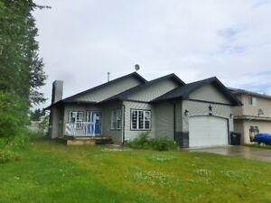 Beatuiful Bungalow in Redwater. Priced to Sell!!