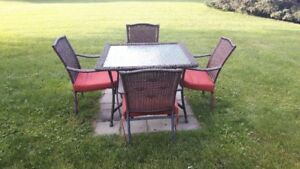 outdoor patio table & chairs