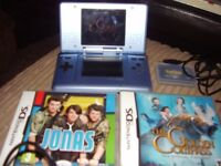 NINTENDO DS WITH CHARGER AND GAMES