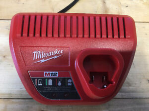 MILWAUKEE Pro BATTERY CHARGER M12 12V Li-ion NEW PERFECT