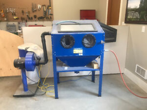 Sandblaster with power vacuum