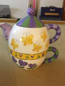 Pretty tea pot and cup in one