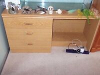 dressing table/desk (sold subject to pick up)