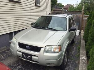 2004 Ford Escape 4x4-Loaded!