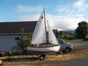 Davidson style day sailor 10.5 feet with trailer
