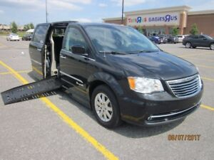 WHEELCHAIR VAN 2011 CHRYSLER TOWN & COUNTRY DRIVER/PASSENGER