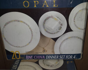 40 pc Fine China Dinner Set for 8 * Authentic* NEVER BEEN USED!