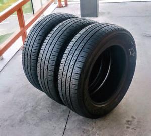 Set of three 185/65/15 Kumho all season tires. 6/32nd tread