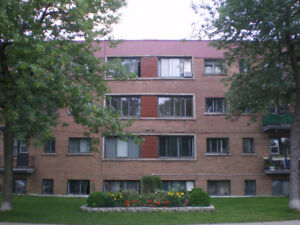 Very attractive, newly renovated 4 1/2 in NDG