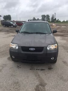 2006 Ford escape XLT leather 4 WD. Sunset motors