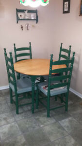 Couch & Loveseat Dining Room Table4 chairs Hutch& Coffee & End t