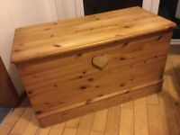 Lovely wooden blanket box / chest / trunk / toy box