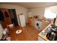 First floor 2 bedroom flat located within a mile walk from Turnpike Lane Tube N15