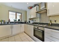 Four double bedroom house with two bathrooms, a large garden and parking in Bow E3 LT REF: 4257069
