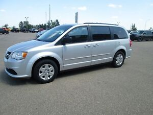 2012 Dodge Caravan 3.6L V6 FWD Bluetooth, AUX, Traction Control