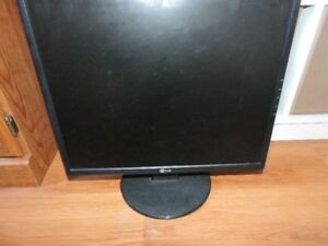 LP 19in Desk Top Monitor for Sale - Great buy!