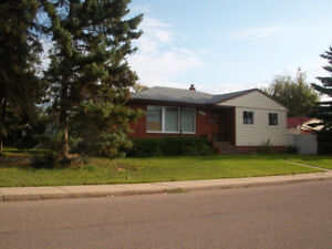Double Garage central location 3 Bedroom House